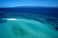 Flight over the islands and sandbanks close to Port Douglas