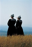 France, Brittany, Women wearing traditional costumes (thumbnail)