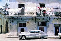 Havana, old house, old american cars