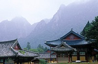 South Korea, Sorak mountains, Sinhungsa temple