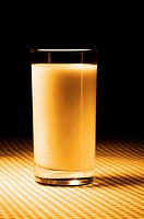 A glass of milk (thumbnail)