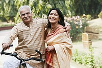 Portrait of a mature couple smiling (thumbnail)