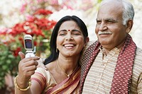 Close-up of a mature couple looking at a mobile phone (thumbnail)