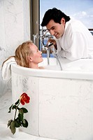 Couple enjoying bubble bath (thumbnail)