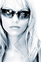 Woman wearing sunglass