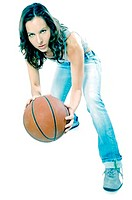 Woman playing basketball (thumbnail)