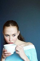 Woman drinking coffee (thumbnail)