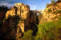 'Tajo' gorge and Puente Nuevo (new bridge), Ronda. Málaga province, Andalusia, Spain