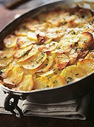 Potato gratin with thyme