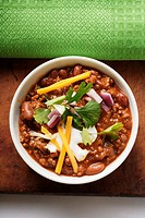 Chili con carne with cheese and sour cream