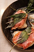 Saltimbocca in frying pan