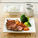 Roast beef with sesame sauce and broccoli (Japan)