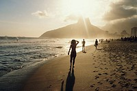 Brazil, Rio de Janeiro, Ipanema Beach, people on beach