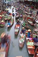 Thailand, Ratchaburi province, Ratchaburi floating market, traders and boats