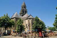 Notre-Dame-la-Grande Church, cafe. Poitiers. Poitou. France