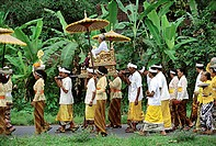 Indonesia, Bali, Gianyar, Pengastian ceremony, worshippers carry priestess to collect holy water. (grainy)