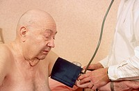 BLOOD PRESSURE, ELDERLY PERSON<BR>Patient and doctor.
