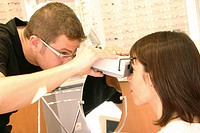 OPTICIAN<BR>Photo essay.<BR>Pupillometer: instrument for measuring the distance between pupils for proper lens prescription.