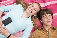 Teenage couple listening to an mp3 player