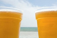 Beers by the sea (thumbnail)