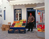 Greece, western Kykladen,  Island Kynthos, Chora, business,  Salespersons, fruit, vegetables, no models release Europe, southeast Europe, Kykladeninse...