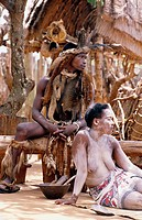 10479992, Africa, Zulu, sangoma, ritual, warrior, woman, paints, South Africa, Kwa Zulu Natal, Shakaland Kraal,