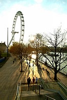 Great Britain, England, London,  London Eye, Thames shores, passer-bys,  Back light Europe, capital, millennium Wheel, giant wheel, river, Thames, sho...