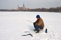 Man, ´Eisfischen,´ [M] Germany, Bavaria, Munich, St. Paul´s church, Theresienwiese, meadow, snow surface, snow, season, winters, concept, fun, joke, h...