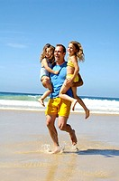 Beach, father, daughters, carries, fun,    Series, man, 30-40 years, parent, children, girls, two, 4-6 years, happy, long-haired, blond, laughing, ple...
