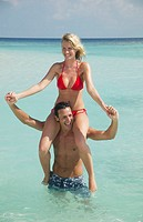 Sea, man, woman, shoulders, carries, omitted, happy,   20-30 years, 30-40 years, couple, bath clothing, water, stand, fun, enjoyments, pleasantry, lau...