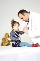 Pediatrician, girls, examination, on the side,   Series, man, doctor, 30-40 years, doctor frocks, stethoscope, patient, child, 3-5 years, shows, expla...