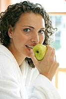 Woman, young, bathrobe, gaze,  Camera, apple, portrait, eat,   Series, women portrait, 20-30 years, brunette, curls, curly, naturalness, time of day, ...