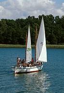 Poland, Masuren, Beldahnsee, sailboat, Teenager, summer,  no models release,  Europe, Central Europe, big Masurische Seenplatte, Beldahn-See, sea, Jez...