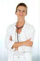 Doctor, smiling, glasses, poor crossed,  Half portrait,   Series, practice, doctor´s office, woman, 30-40 years, gaze camera glasses bearer frocks doc...