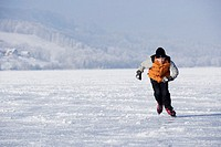 boy, ice-skating, sea, frozen over,    Child, 14 years, winter clothing, snow clothing, cap, headgear, gloves, whole bodies, ice skates, ice skating, ...