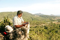 sitting man, rocks, traveling card, reading,  on the side,   Well Age, 50-60 years, grey-haired, Dreitagebart, leisure time, hike, hikes, hikers, hobb...