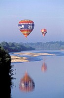 France, Cher (18), hot-air balloon above Loire river