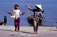 Vietnam, the HHalong bay, child games