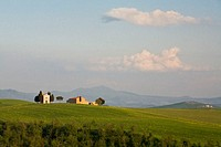 Italy, Tuscany, chapel and farm in landscape