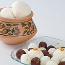 Rasgullas and Gulab Jamuns in a bowl (thumbnail)