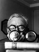 Achard, Marcel 5 7 1899 - 4 9 1974, franz Schriftsteller Dramatiker, Portrait, Cannes 1959, brille