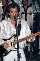 Mann, Martin, * 10 3 1944, deut Sänger, Komponist, Texter, Produzent, Gitarrist, Halbfigur, bei einem Auftritt, 1980er Jahre, eigentlich Mario Löprich...