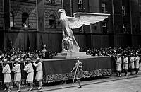 SG hist , Nationalsozialismus, Aufmärsche, ´Tag der deutschen Kunst´, München 8 - 10 7 1938, Festzug, Ludwigstraße, Schaubild, Reichsadler, NS, Propa...