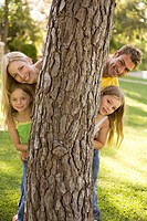 Family in park (thumbnail)