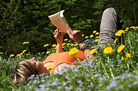 Flower-meadow, woman, young, book, reads, summers, hobby, leisure time, vacation, people, girls, 22 years, 20-30 years, lies, back-situation, literatu...