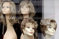 Display windows, Modelköpfe, exhibition, wigs, hairdresser-business, hairdresser-parlor, hairdresser, model-heads, heads, artificially, real-hair-wigs...