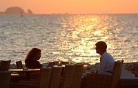 Greece, Kykladen, models restaurant, pair, sea, sunset, no release, Europe, vacationers, young, recuperation, romanticism, togetherness, sunset, islan...