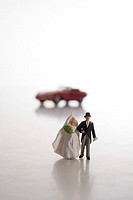 Toy-figures, wedding-pair, background, sport cars, red, people, figures, pair, symbol, wedding anniversary, wedding, honeymoon, honeymoons, wedding-gi...