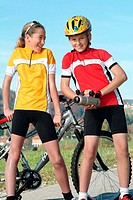 Give birth, girls, bicycle-clothing, Mountainbike, Trinkflasche, rest, cheerfully, people, children, siblings, friends, jerseys, bicycle-helmet, wheel...