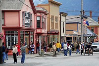 USA, Alaska, Skagway, ´Klondike Goldrush national Historic park´ row of houses street-scene, passers-by, no mr, North America, southeast-Alaska, south...